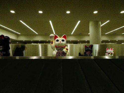 空港の招き猫.JPG