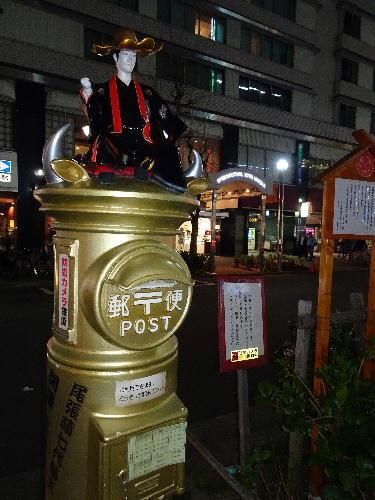 黄金色のポスト.JPG